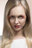 Nahaufnahme des Mädchens mit kreativem Make-up Stockfotografie