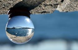 Nahaufnahme des Marmors mit Sydney Opera House- und Hafen-Brücken-Reflexion Lizenzfreies Stockbild