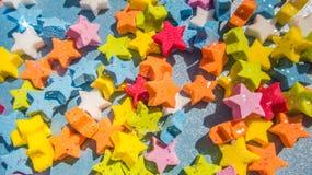 Nahaufnahme des mehrfarbigen Sternformmusters Stockfotos