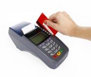 Nahaufnahme des Momentes der Zahlung durch Kreditkarte Lizenzfreies Stockbild