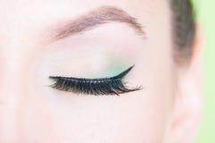 Nahaufnahme des professionellen Makes-up des grünen Auges Stockbild