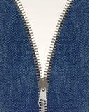 Nahaufnahme des Reißverschlusses in der Blue Jeans Stockfotografie