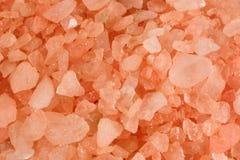 Nahaufnahme des rosafarbenen Badesalzes Stockfoto