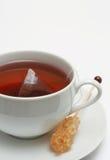 Nahaufnahme des roten Tees mit Zucker Lizenzfreie Stockbilder