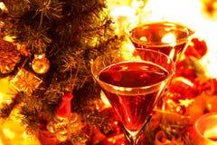 Nahaufnahme des Rotweins in den Gläsern lizenzfreie stockfotografie