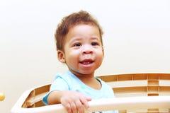 Nahaufnahme des schönen Gesichtes des afrikanischen Babys lizenzfreie stockfotografie