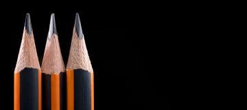 Nahaufnahme des scharfen Bleistifts Bleistiftpunktnahaufnahme auf schwarzem backgrou Lizenzfreie Stockfotografie