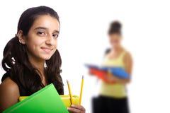 Nahaufnahme des Schulemädchens und ihres Freunds Stockbilder