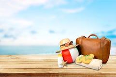 Nahaufnahme des Strandzubehörs auf Bretterboden lizenzfreies stockfoto