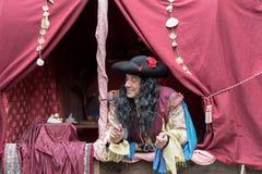 Nahaufnahme des Teilnehmers die mittelalterliche Kostümpartei Stockfotografie