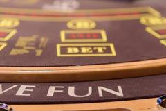 Nahaufnahme des Teils der Pokertabelle lizenzfreie stockbilder
