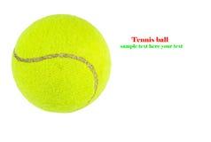 Nahaufnahme des Tennisballs lokalisiert auf weißem Hintergrund Lizenzfreie Stockfotos