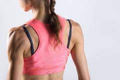 Nahaufnahme des Torsos der sportlichen jungen Frau Rückseitige Ansicht Lizenzfreies Stockbild