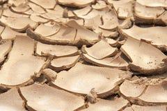 Nahaufnahme des trockenen gebrochenen Erdhintergrundes, Lehmwüste Stockfotografie