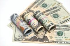 Nahaufnahme des US-Dollar Anmerkungsgeldes lizenzfreie stockbilder