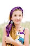 Nahaufnahme des vorbildlichen Mädchens auf dem Strand Stockfotos