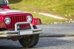 Nahaufnahme des Vorderteiles Autos 4x4 SUV nicht für den Straßenverkehr Lizenzfreies Stockfoto