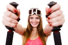 Nahaufnahme des weiblichen Skifahrers Stockfotos