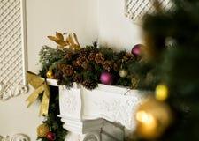 Nahaufnahme des Weihnachtsbaums Stockfotos