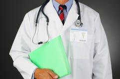 Nahaufnahme-Doktor mit Dateien Stockfoto