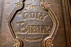 Nahaufnahme einer alten Bibelabdeckung Stockbild