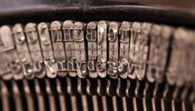 Nahaufnahme einer alten Retro- Schreibmaschine mit Papier Lizenzfreie Stockfotografie