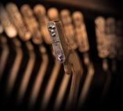 Nahaufnahme einer alten Retro- Schreibmaschine mit Papier Lizenzfreies Stockbild