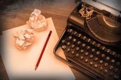 Nahaufnahme einer alten Schreibmaschine mit Papier Stockbild