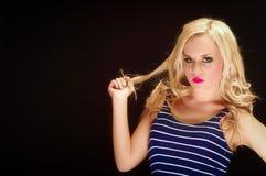 Nahaufnahme einer blonden Frauenaufstellung stockbild
