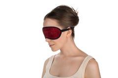 Nahaufnahme einer Frau mit Maske für Schlaf Stockbild