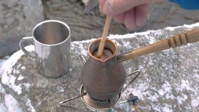 Nahaufnahme einer Kaffeemaschine stock video