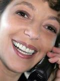 Nahaufnahme einer lächelnden Frau stockbild