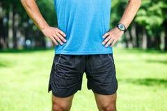Nahaufnahme einer männlichen Läuferstellung stockfoto