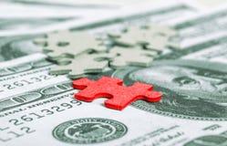 Nahaufnahme einer Rechnung US-$100 und Puzzlespiel bessern aus Lizenzfreie Stockbilder