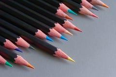 Nahaufnahme einer Reihe der farbigen Bleistifte Stockfoto