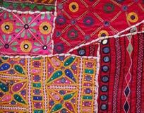 Nahaufnahme einer traditionellen indischen Wand-Tapisserie in Jaisalmer Lizenzfreies Stockbild