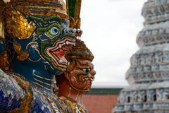Nahaufnahme eines Affestatuengesichtes am historischen großartigen Palast in Bangkok, Thailand Stockfotos