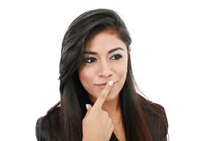 Nahaufnahme eines attraktiven Denkens der jungen Frau stockfoto