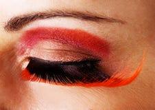 Nahaufnahme eines Auges mit den gefälschten Wimpern lizenzfreies stockbild