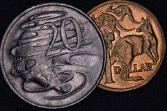Nahaufnahme eines Australiers 1-Dollar- und 20 Centmünze Lizenzfreies Stockbild