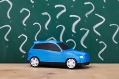 Nahaufnahme eines blauen Autos stockfotografie