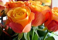 Nahaufnahme eines Blumenstraußes der Rosen Stockbilder