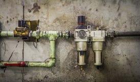 Nahaufnahme eines Druckmessers auf einer Maschine Stockfoto