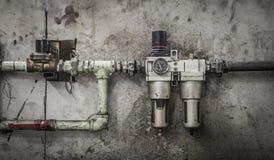 Nahaufnahme eines Druckmessers auf einer Maschine Stockbild