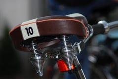 Nahaufnahme eines Fahrradsattels mit der Nr. 10 lizenzfreies stockbild