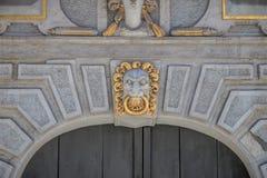 Nahaufnahme eines Gesichtes auf der großen Waffenkammer in Gdansk, Polen lizenzfreie stockbilder