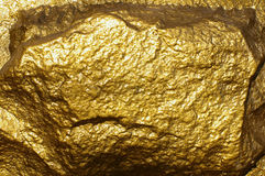 Nahaufnahme eines goldenen strukturierten Felsens Stockfotografie
