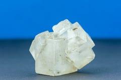 Nahaufnahme eines großen rohen Kristalles des Salzes Lizenzfreies Stockfoto