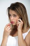 Nahaufnahme eines jungen Mädchens am Telefon Lizenzfreie Stockfotografie