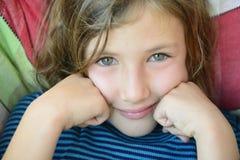 Nahaufnahme eines Kindergesichtslächelns Stockfotografie
